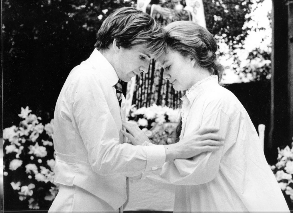 Ralph Fiennes as Romeo and Sarah Woodward a -Juliet in Shakespeares Romeo and Juliet