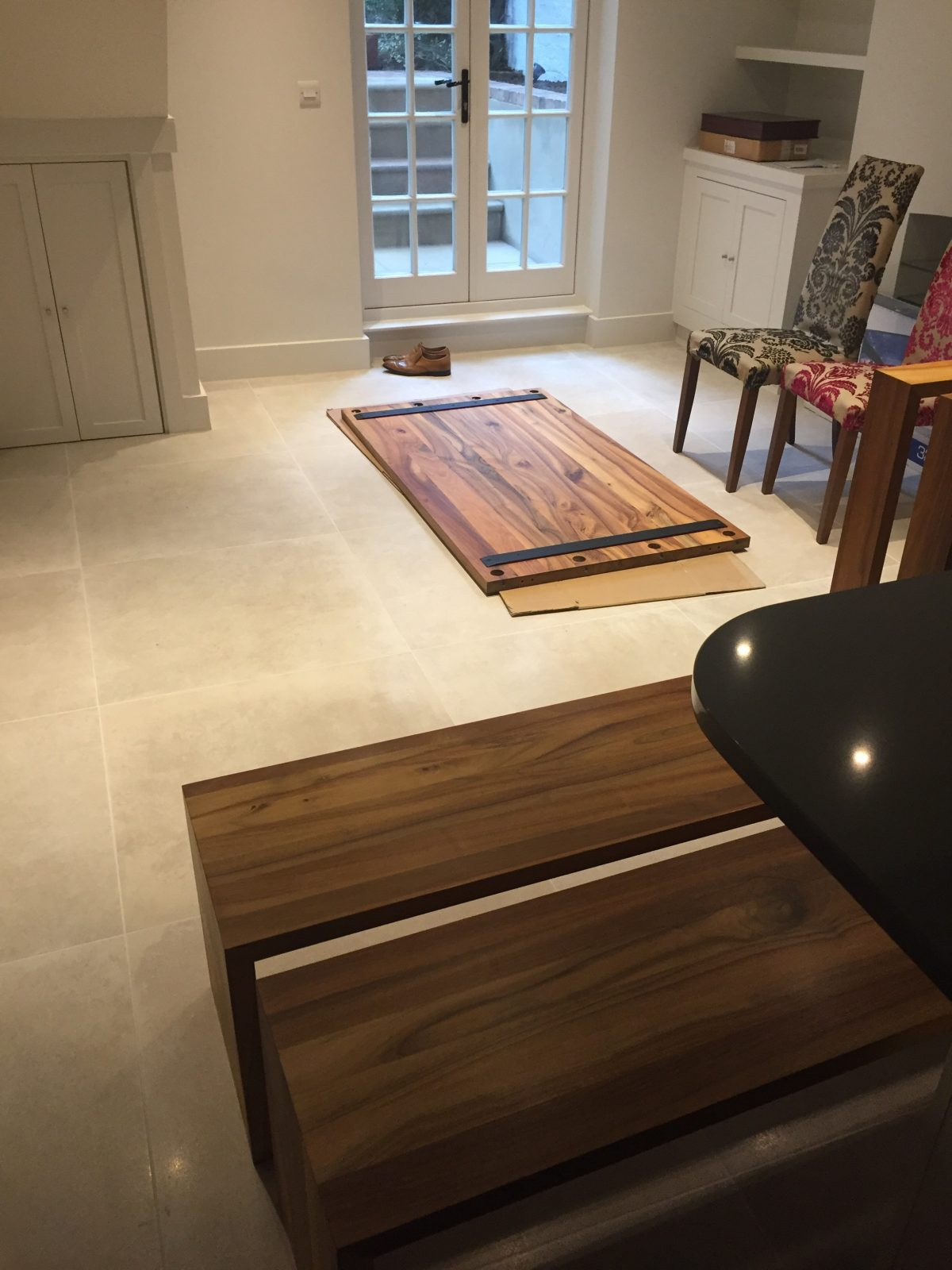 Dining table assembly in situ